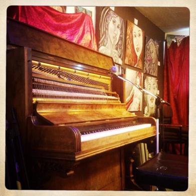 pianoBlXUWn1CMAA4AGc